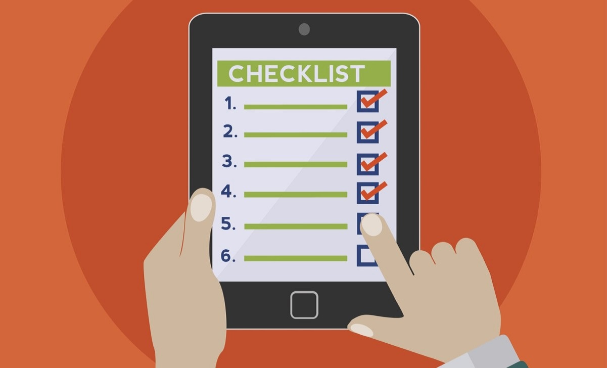 Computador con todos los puntos que son diferenciales de plataforma Checklist Fácil. Que Checklist puede ofrecerte